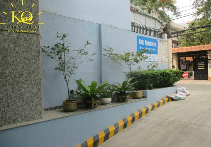 Cây xanh phía trước Tống Hữu Định Building