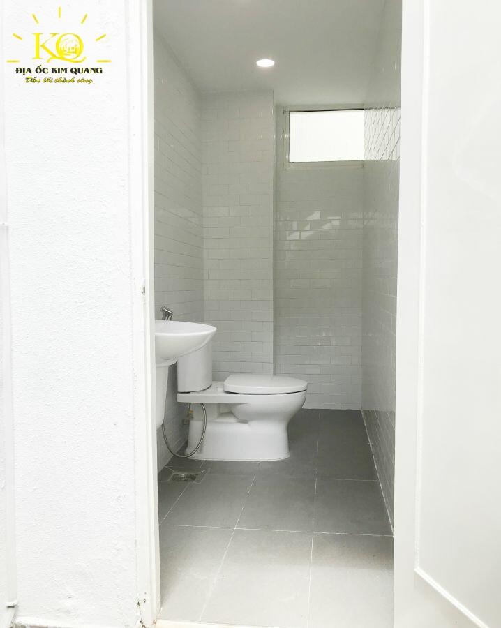 Dia-oc-kim-quang-cho-thue-van-phong-tron-goi-sp8-6-toilet