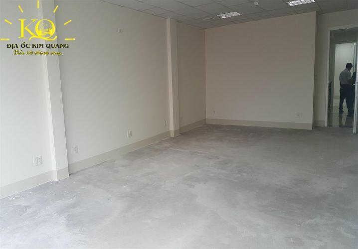 Diện tích trống bên trong Ngọc Việt Building