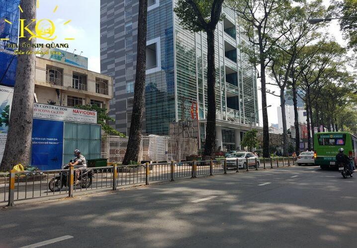 Giao thông phía trước Báo Sài Gòn Giải Phóng Building