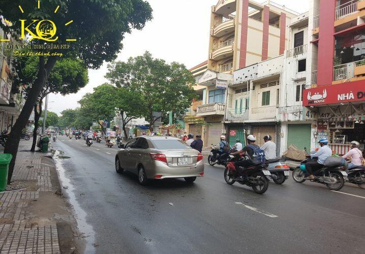 Giao thông phía trước Trí Việt Building