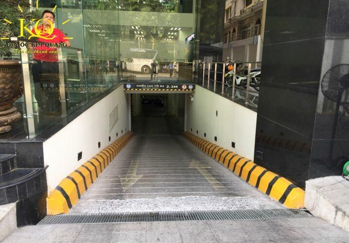 Lối xuống hầm gửi xe Báo Lao Động Building