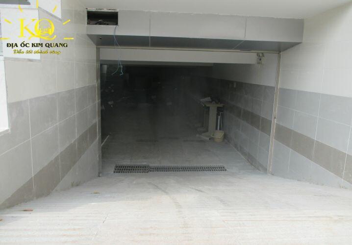 Lối xuống hầm gửi xe Nguyễn Quý Cảnh 2
