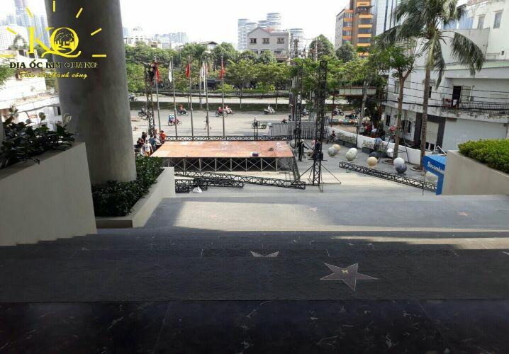 Phía trước Hồng Bàng Building