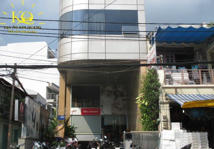 Phía trước Tòa Nhà Lê Quang Định