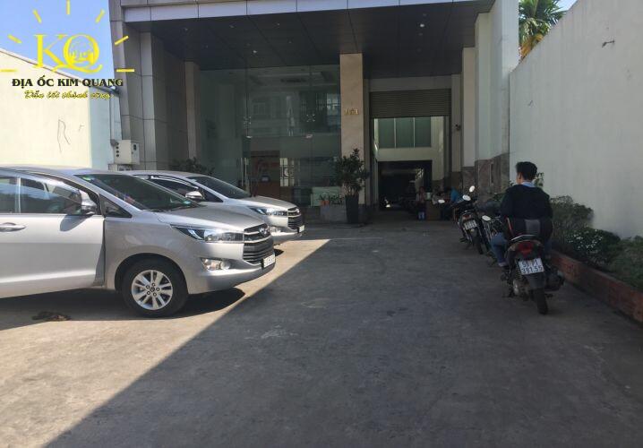 Phía trước tòa nhà Gic UVK