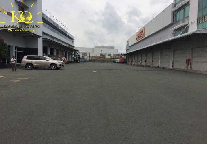 Sân phía trước Thăng Long Office