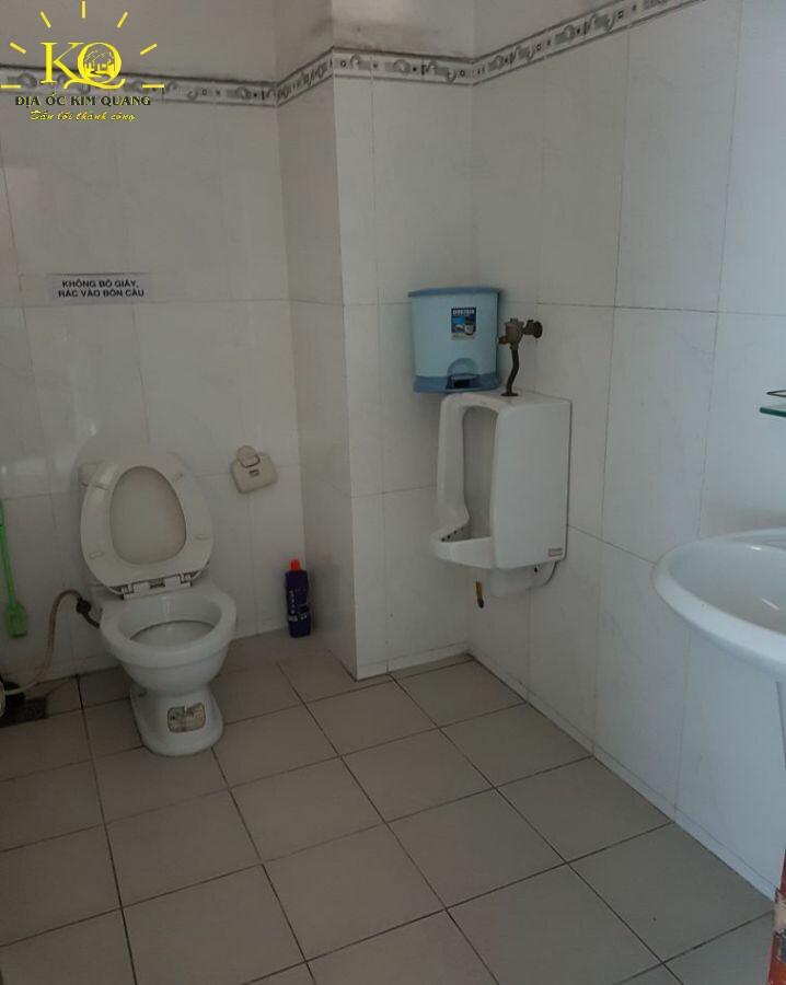 Toilet Đông Á Building
