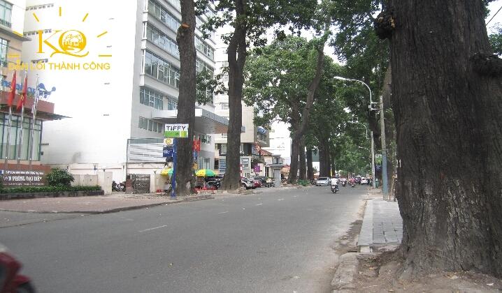 Con đường phía trước Tòa nhà đường Phạm Ngọc Thạch