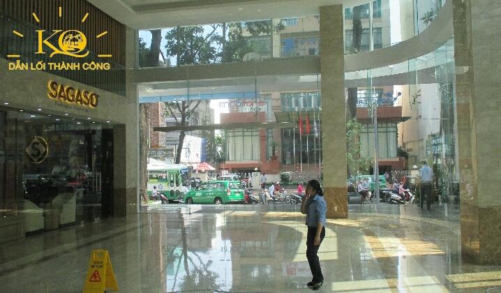 hướng nhìn ra ngoài tòa nhà đường Phạm Ngọc Thạch