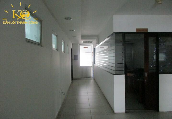 Hành lang tòa nhà đường Nguyễn Bỉnh Khiêm