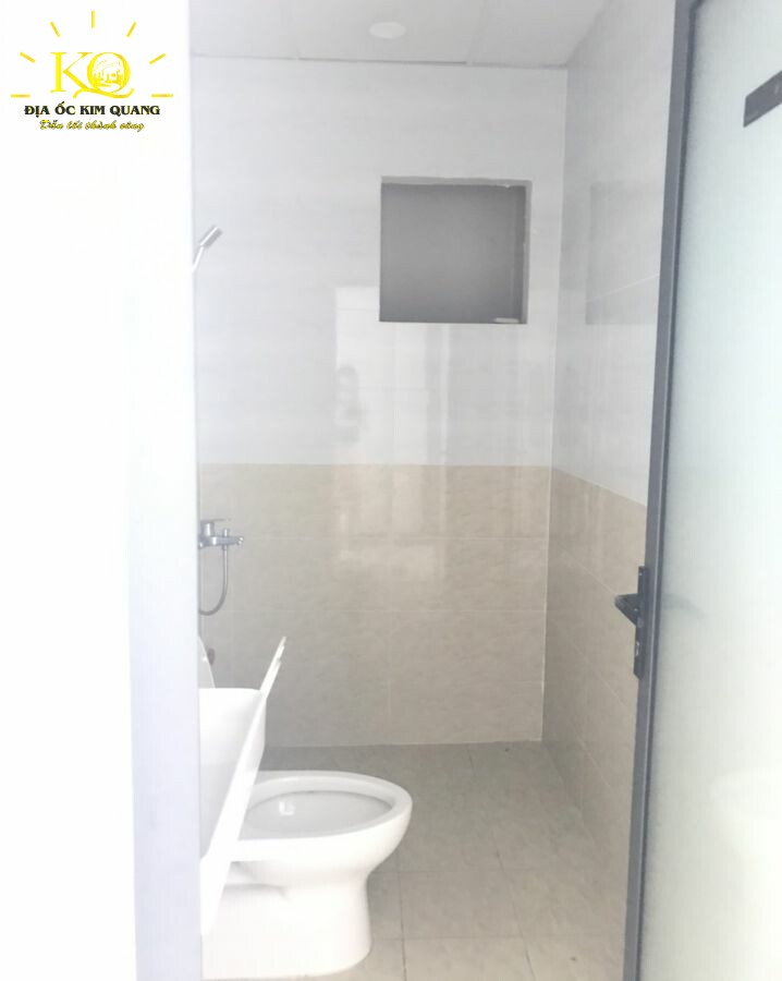 Toilet tại NQĐ Office