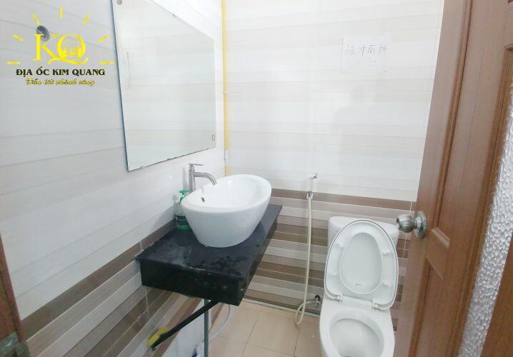 cho-thue-van-phong-halo-building-hh-toilet