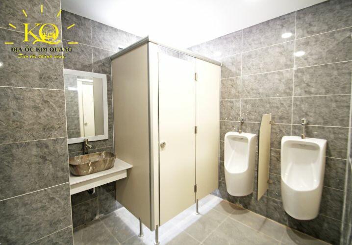 cho-thue-van-phong-halo-building-lqd-toilet