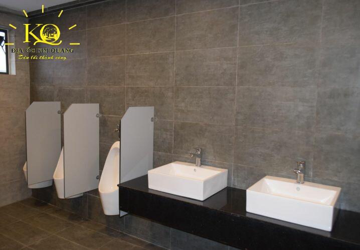 cho-thue-van-phong-qcoop-tower-toilet