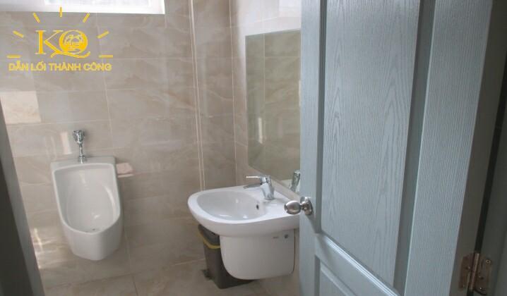Toilet tại tòa nhà Hà Phan building