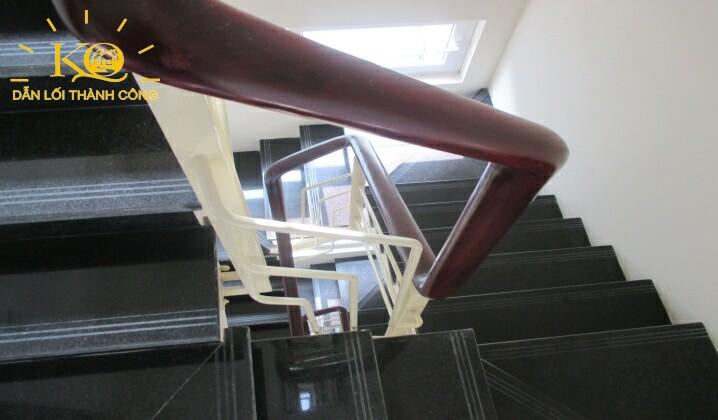Lối thang bộ tại tòa nhà Hà Phan building