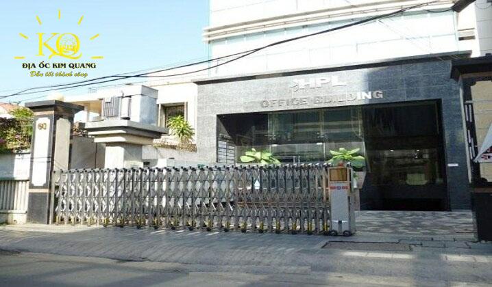 cho-thue-van-phong-quan-1-gia-re-hpl-building-3-khuon-vien-phia-truoc-toa-nha-dia-oc-kim-quang