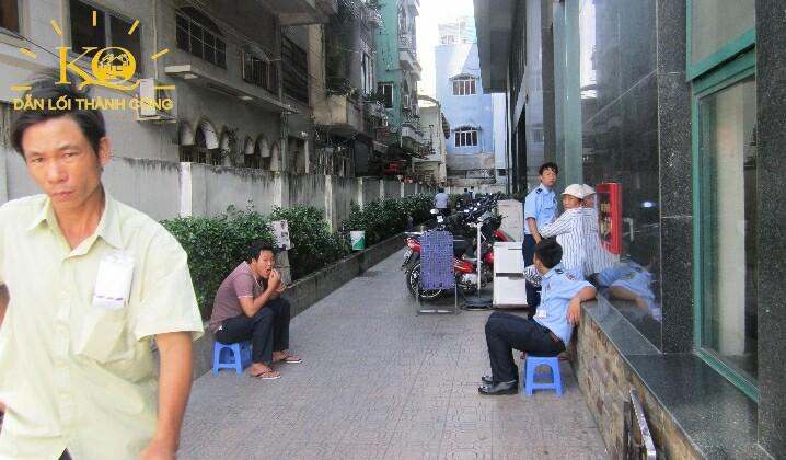 Khuôn viên bên hông tòa nhà Indochina Park Tower
