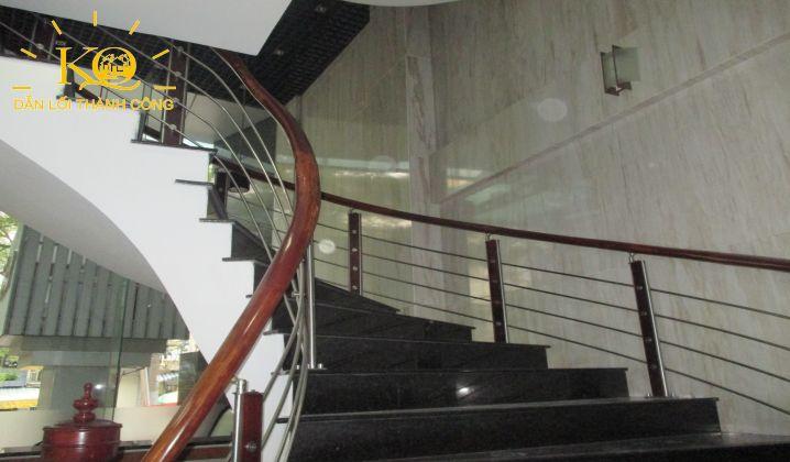 Lối thang bộ tại tòa nhà NDT Building