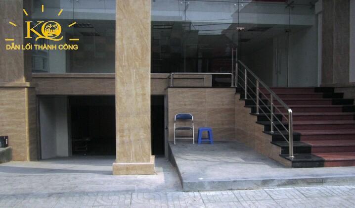 Bên ngoài tòa nhà Nguyễn Hữu Cầu building