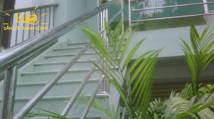 cho-thue-van-phong-quan-1-sanco-building-2-phia-truoc-toa-nha-dia-oc-kim-quang