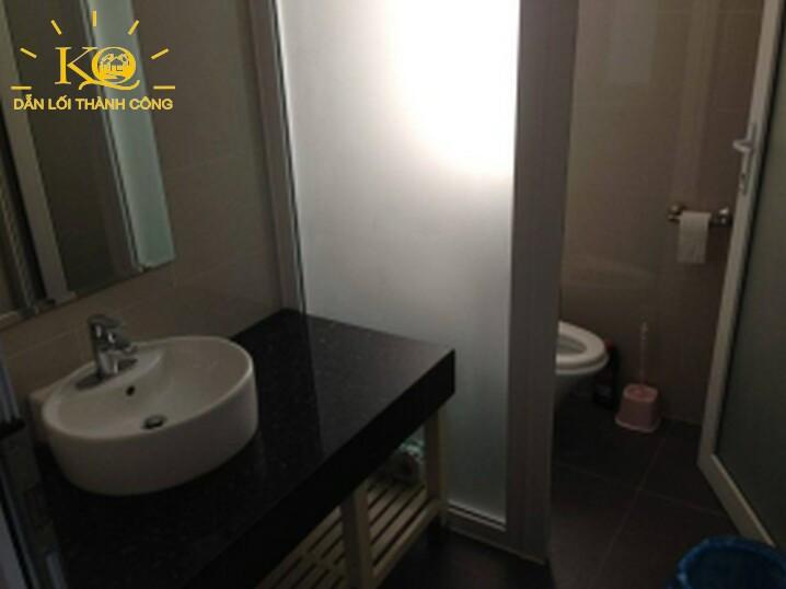cho-thue-van-phong-quan-2-xuan-thuy-building-7-restroom-dia-oc-kim-quang