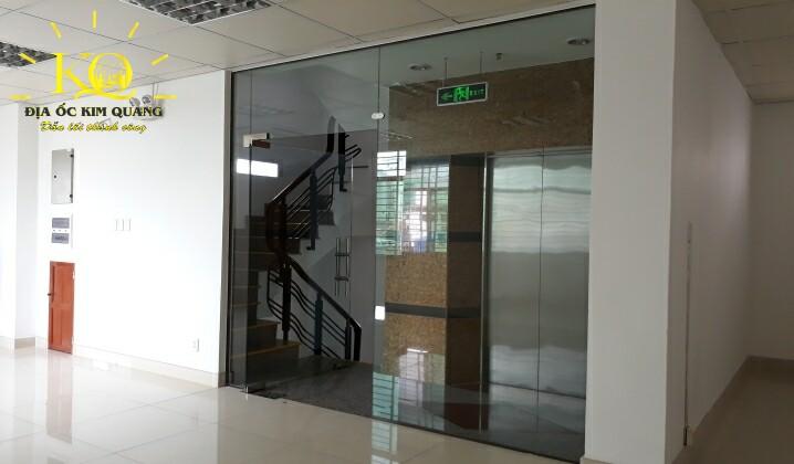 Thang máy và thang bộ tại tòa nhà Air Garden Building