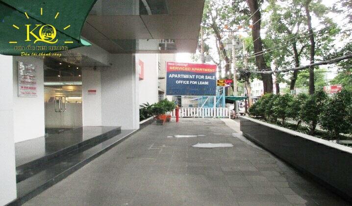 cho-thue-van-phong-quan-3-saigon-mansion-building-8-khuon-vien-phia-truoc-toa-nha-dia-oc-kim-quang