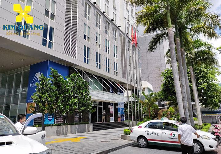 Phía trước An Phú Plaza