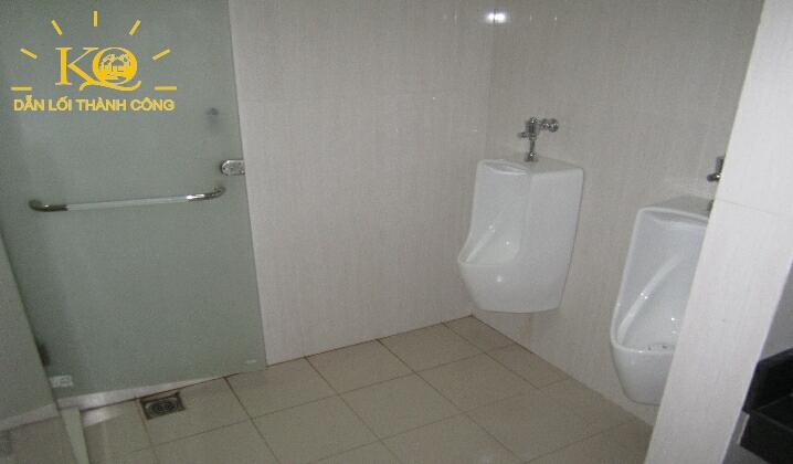 Khu vệ sinh tại Cao Ốc Đất Phương Nam