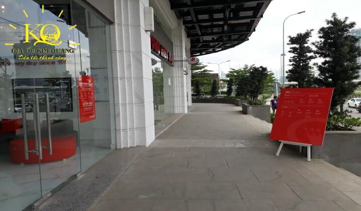 Phía trước tòa nhà Saigon Pearl Gia Kỳ
