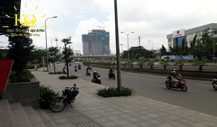 Giao thông phía trước tòa nhà Saigon Pearl Gia Kỳ