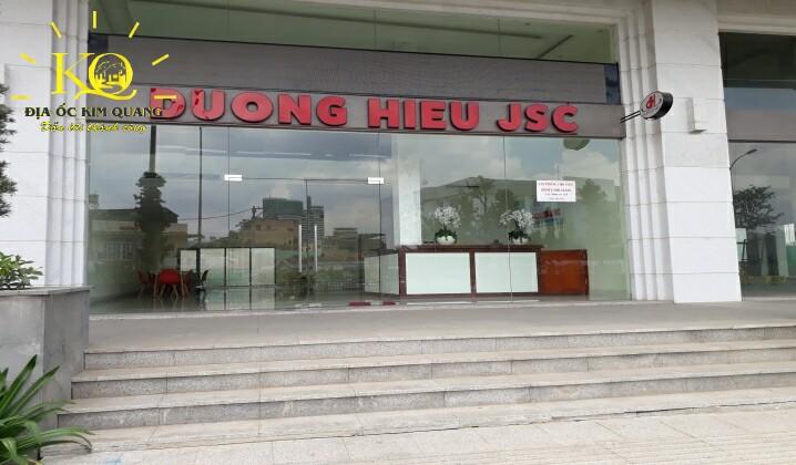 Phía trước tòa nhà Saigon Pearl JSC