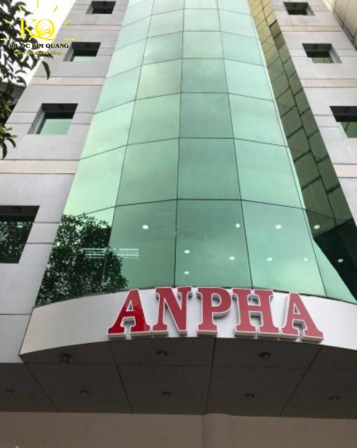 Bên ngoài tòa nhà Anpha Lê Lai