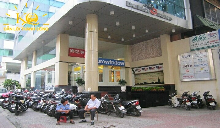 Phía trước tòa nhà Dakao Office Center