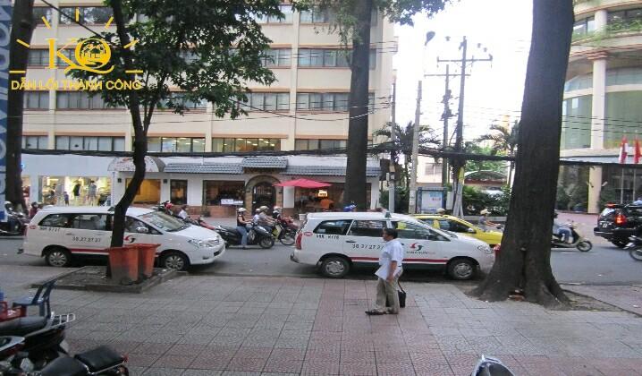 Con đường phía trước tòa nhà Dakao Office Center