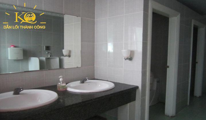 Toilet tại tòa nhà Norch Building