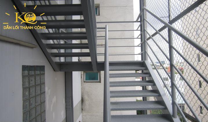 Thang thoát hiểm tại tòa nhà Rosana Tower