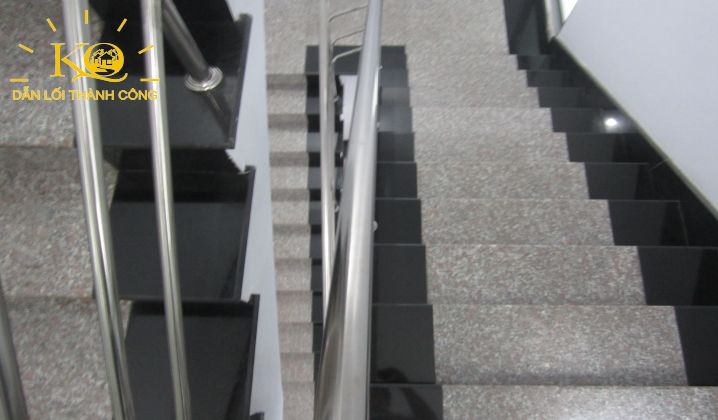 Lối thang bộ tại tòa nhà Rosana Tower
