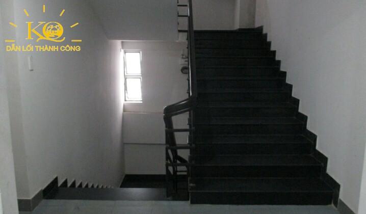 Lối thang bộ tòa nhà Thanh Niên Building