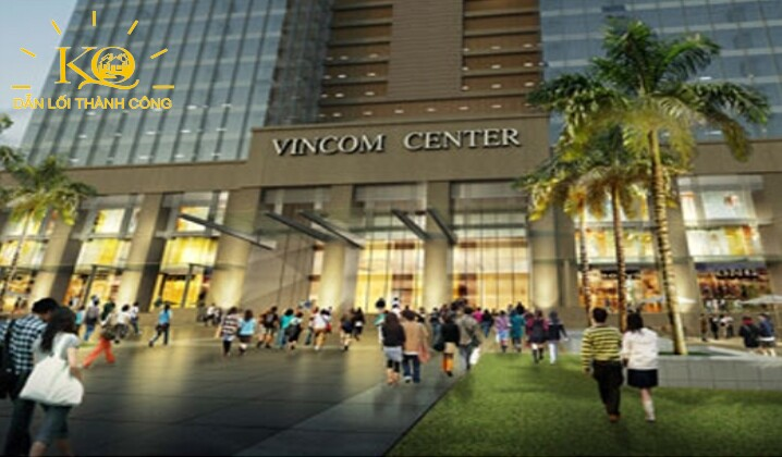 Phía trước tòa nhà Vincom Center