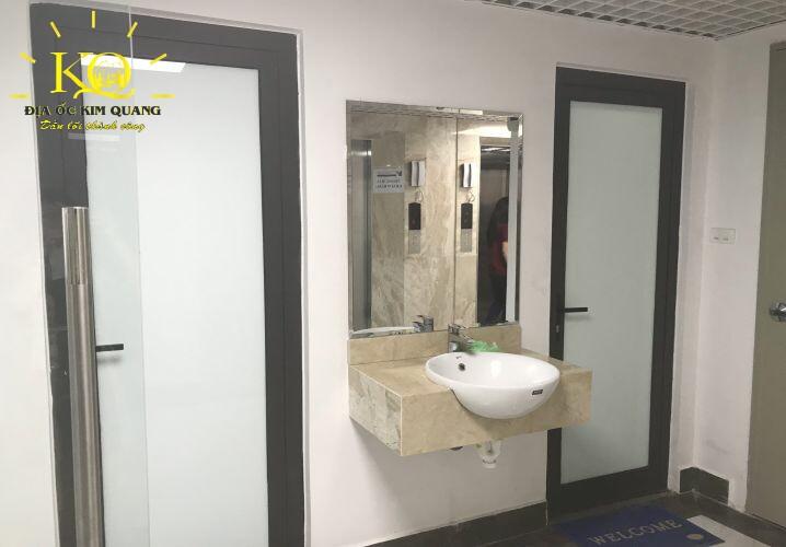 Toilet tại tòa nhà Cityhouse Office