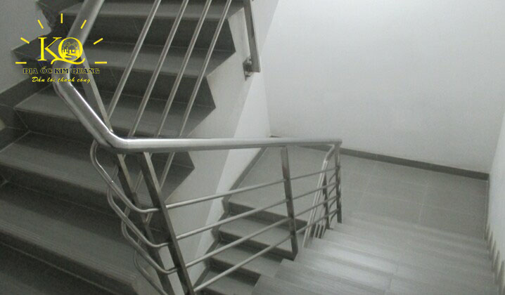 Thang bộ tòa nhà Minh Long Tower