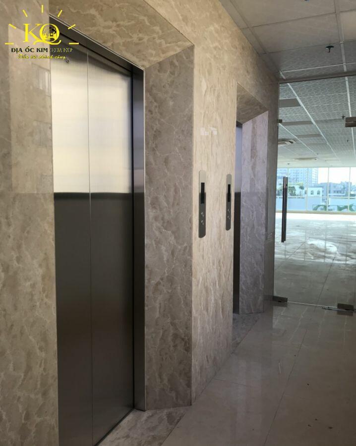Thang máy tại tòa nhà Devspace Building