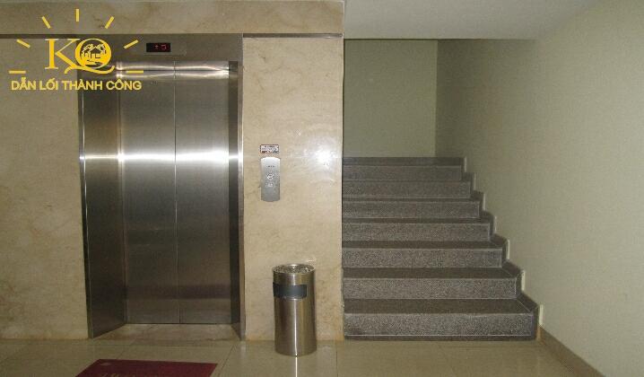 Thang máy và thang bộ tại tòa nhà NGE Building