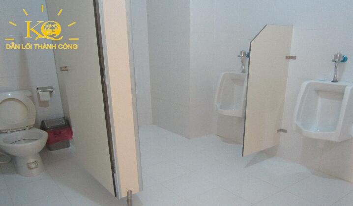 Khu vực toilet tại tòa nhà NGE Building