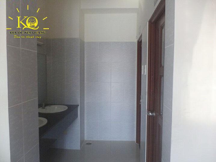 dia-oc-kim-quang-cho-thue-van-phong-quan-binh-thanh-white-house-newport-bldg-8-toilet-ben-trong