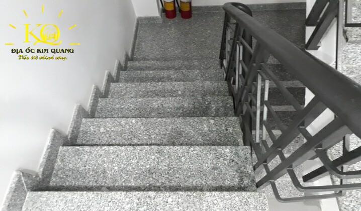 Lối thang bộ tại tòa nhà Sông Đô Building