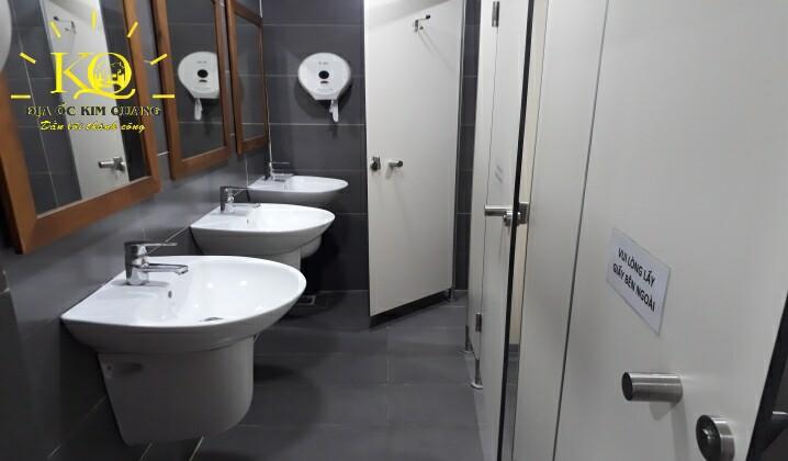 Toilet tại tòa nhà Sông Đô Building